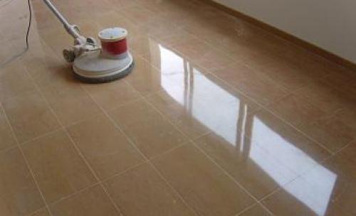 abrillantado cristalizado de pavimento de marmol cenia